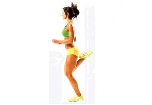 Упражнения динамической растяжки бег с касанием ягодиц