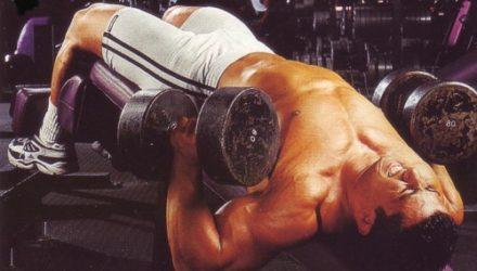 Упражнения для груди  Жим гантелей на скамье с обратным наклоном
