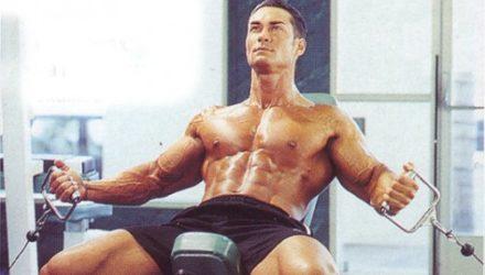 Упражнения для груди Разведения на блоках на наклонной скамье