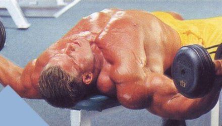 Упражнения для груди Разведения рук с гантелями лежа