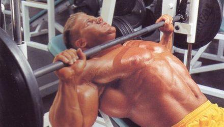 Упражнения для груди Жим на тренажере Смита
