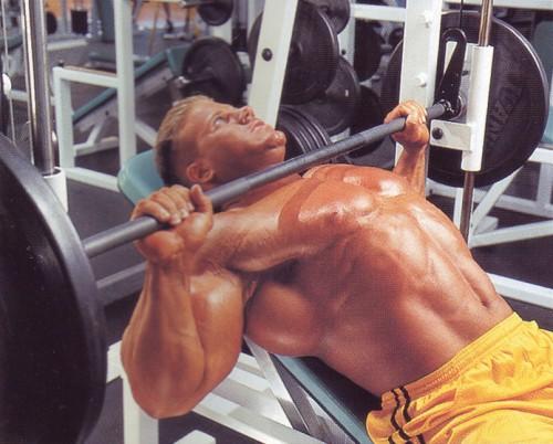упражнения для груди жим в тренажере смита