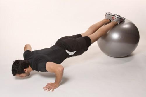 упражнения для груди отжимания на мяче